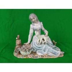 Figura de porcelana. Dama con perro