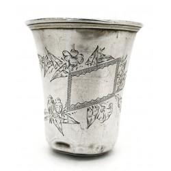 Vaso de metal plateado