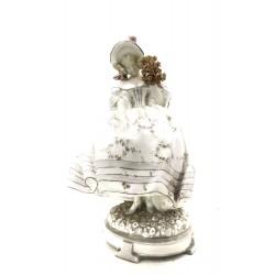 Figura de mujer de porcelana Vienna Faience Schauer.